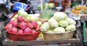 Drache-Frucht und Kohl stockbild