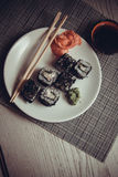 Drache rollt mit Kaviar Stockbild