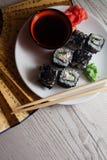 Drache rollt mit Kaviar Stockfotos