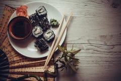 Drache rollt mit Kaviar Stockfoto
