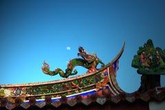 Drache und Mond Stockbilder