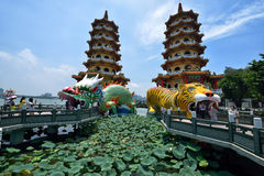 Drache und Tiger Pagodas Stockfoto