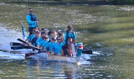 Drachebootspraxis auf dem Fluss Ouse Stockfoto