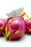 Drachefrucht auf weißem Hintergrund Stockfotos