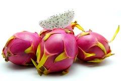 Drachefrucht auf weißem Hintergrund Stockfoto