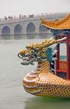 Drachekopf auf einem chinesischen Boot stockfotografie