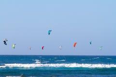 Drachen, der in Hawaii surft Lizenzfreie Stockfotos