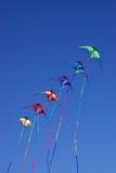 Drachen gegen blauen Himmel Lizenzfreie Stockbilder