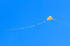 Drachen im Himmel lizenzfreies stockbild
