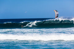 Drachen-surfender Wellen-Ozean-Sport stockfotografie