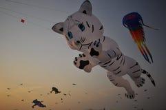 Drachen und Ballon Stockfoto