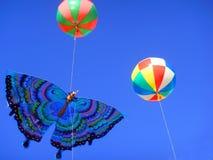 Drachen und Ballone Lizenzfreie Stockfotos