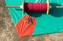 Drachen und Thread für das Kämpfen in Jaipur Stockfotos