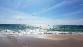 Drachensurfer auf dem Mittelmeer stock video footage