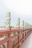 Drachepfosten am Flur des chinesischen Tempels Stockbild