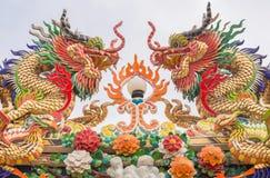 Drachestatuenart im chinesischen Tempel Stockfoto