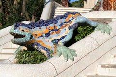Dracon-lagarto - símbolo de Barcelona no parque de Guell. fotos de stock