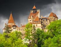Dracula kasztel w Otrębiastym miasteczku, Transylvania, Rumunia, Europa obrazy royalty free