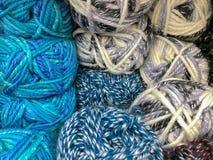 Draden en garen voor borduurwerk en het breien royalty-vrije stock foto