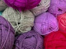 Draden en garen voor borduurwerk en het breien royalty-vrije stock foto's