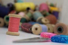 Draden voor het naaien en borduurwerk Royalty-vrije Stock Foto's