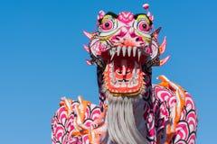 Dragão chinês durante Dragon Parede dourado. Fotografia de Stock Royalty Free