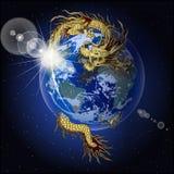 Dragão chinês que guarda a terra do planeta imagem de stock royalty free
