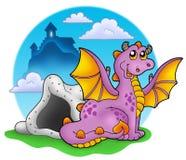 Dragão com caverna e castelo 2 Imagens de Stock Royalty Free
