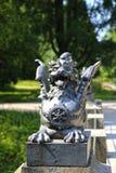Dragão de bronze na ponte imagens de stock royalty free