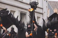 Dragão do esguicho do fogo que marcha através da rua Fotografia de Stock Royalty Free