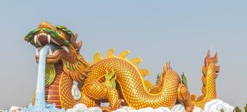Dragão dourado grande Foto de Stock