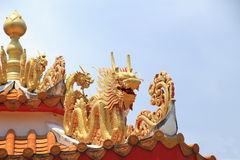 Dragão no telhado da porcelana Foto de Stock