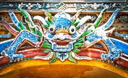 Dragão sobre a porta à citadela da matiz. Vietname, Ásia. Imagens de Stock