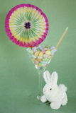 Dragée à la gelée de sucre Pâques martini avec le lapin photographie stock libre de droits