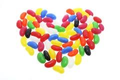 Dragées à la gelée de sucre disposées dans la forme du coeur d'amour Photos stock