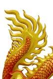 Dragón chino de oro en fondo del aislante Imagenes de archivo