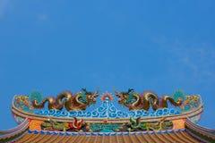 Dragón chino en el tejado de la capilla Foto de archivo libre de regalías