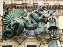Dragón chino en la fachada de la casa Bruno Quadros en Barcel Foto de archivo libre de regalías