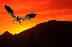 Dragón de la puesta del sol Foto de archivo libre de regalías