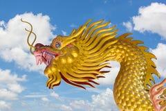 Dragón de oro chino Foto de archivo libre de regalías