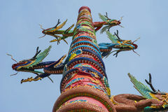 Dragón de oro en templo chino Imágenes de archivo libres de regalías