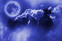 Dragón en claro de luna Imágenes de archivo libres de regalías