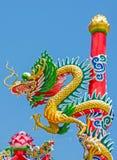 Dragón en el cielo azul Foto de archivo libre de regalías