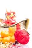 Dragón en el lingote grande del oro Foto de archivo libre de regalías