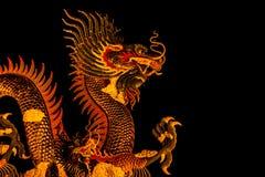 Dragón exótico del oro en fondo negro del cielo Imagen de archivo