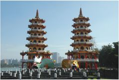 Dragón y Tiger Pagodas imágenes de archivo libres de regalías