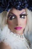 Drag queen con trucco spettacolare, affascinante Immagini Stock
