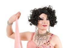 Drag queen del ritratto nell'esecuzione rosa del vestito da sera Immagini Stock Libere da Diritti