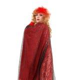 Drag queen del ritratto nell'esecuzione rossa del vestito dalla donna Immagine Stock Libera da Diritti