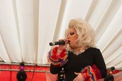 Drag queen su una fase Fotografia Stock Libera da Diritti